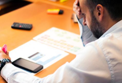 PODCAST: Trabalhar em excesso traz riscos à saúde?